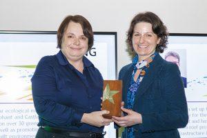 Presenting the 2016 Rising Star Award to Lisa Pasquale - photo UKGBC